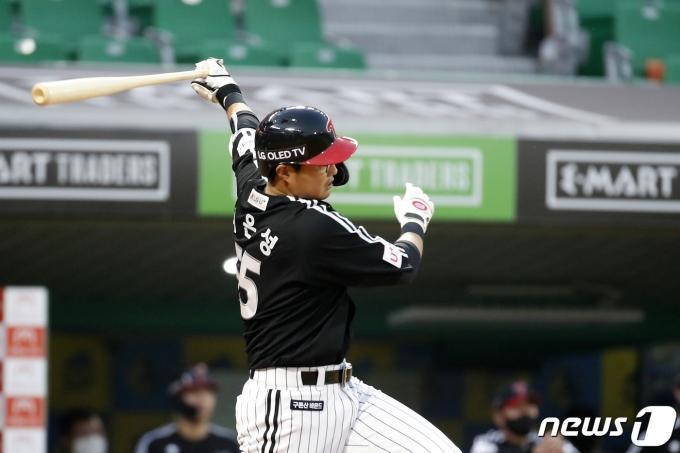 [사진] LG 채은성 '맞았다'