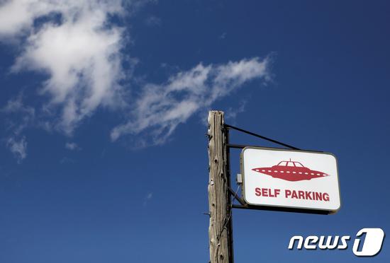 미국의 UFO 파킹 표지판. © 로이터=뉴스1