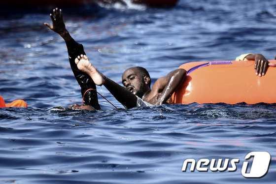 바다에빠진 난민들(아래 기사내용과는 무관함). © AFP=뉴스1