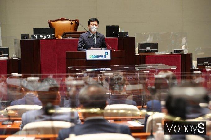 더불어민주당이 대선 경선 일정을 원래대로 진행하기로 했다. 사진은 지난 22일 송영길 민주당 대표가 국회에서 열린 의원총회에서 발언하는 모습. /사진=장동규 기자