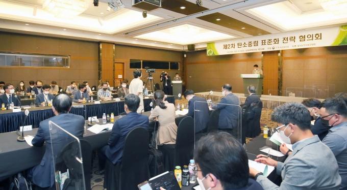 25일 서울 더케이호텔에서 '제2차 탄소중립 표준화 전략 협의회'가 열렸다. /사진=산업통상자원부
