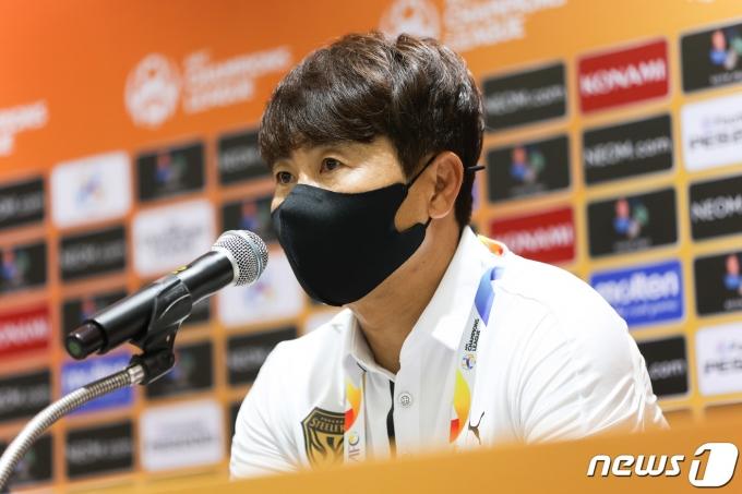 [사진] 기자회견하는 김기동 감독