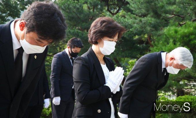 [머니S포토] 대선출마 '추미애' 故 김대중 묘소 참배