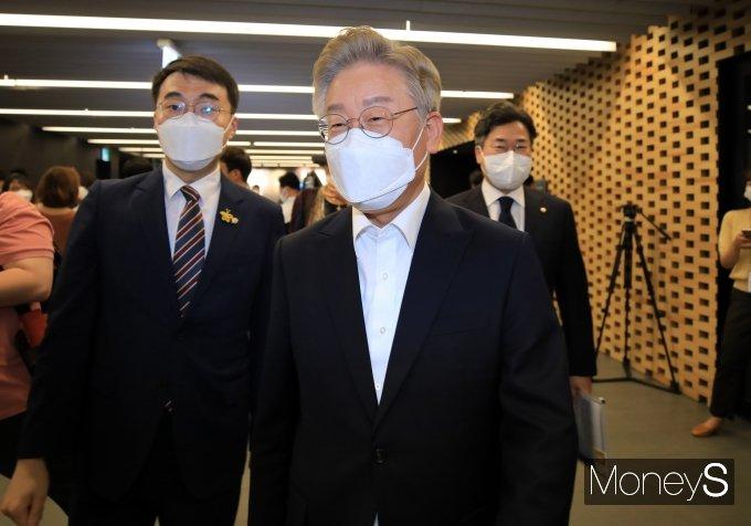 [머니S포토] 대선경선 후보 공명선거 실천 서약식 참석하는 이재명 지사