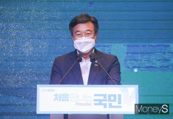 [머니S포토] 공명선거 실천 서약식서 인사말 하는 윤호중 원내대표