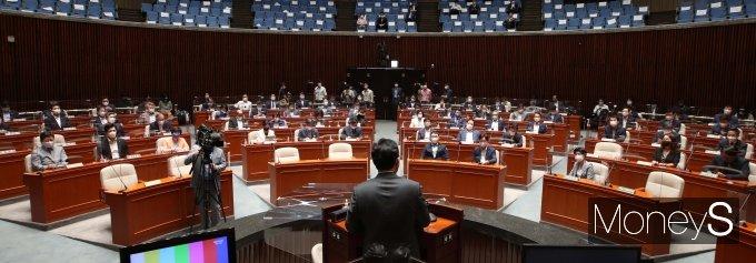 [머니S포토] 민주당 의원총회 주재하는 송영길 대표