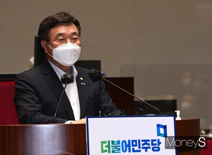 [머니S포토] 의원총회에서 발언하는 윤호중 원내대표