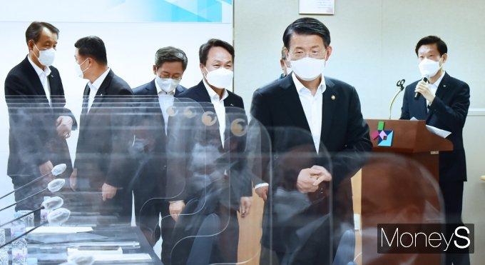 [머니S포토] 금융위·햇살론뱅크 참여은행 MOU 참석한 '은성수'