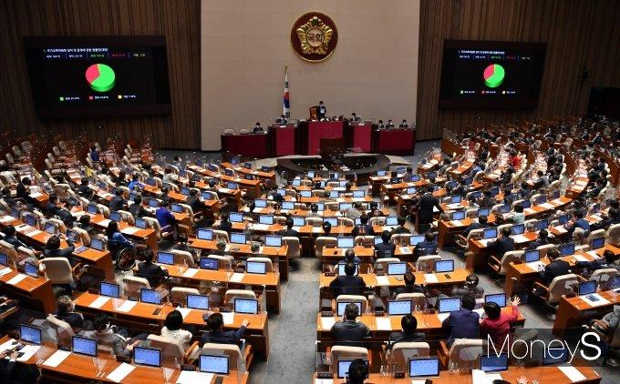 [머니S포토] 국회 본회의 '국가교육위원회 설치법' 통과