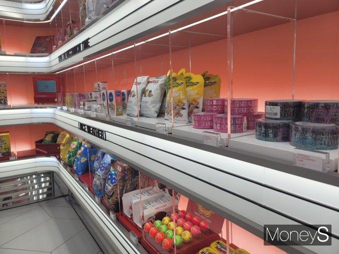 매장은 '언커먼'이라는 이름처럼 흔하지 않은 상품을 판매하는 '라이프스타일숍'을 표방했다. /사진=강소현 기자