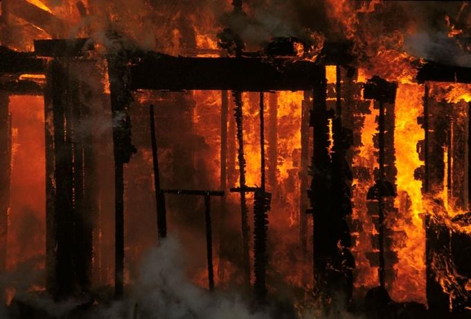 5일 부여경찰서는 전날 충남 부여군 충화면 만지리 한 슈퍼에서 발생한 화재로 숨진 A씨가 단순 화재가 아닌 아들 B씨의 방화로 숨졌다고 밝혔다. 사진은 기사 내용과는 무관함. /사진=이미지투데이
