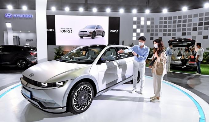전기자동차의 충전요금 할인혜택이 끝나면서 급속충전기 요금이 점차 인상될 전망이다. /사진제공=현대차