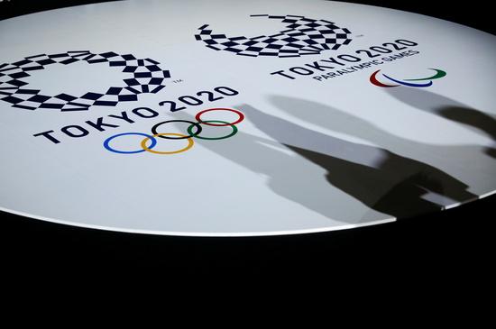 도쿄올림픽 개막식과 폐막식이 무관중으로 열릴 가능성 있다는 보도가 7일 일본 언론을 통해 전해졌다. 사진은 도쿄에 마련된 도쿄올림픽·패럴림픽 엠블럼. /사진=로이터