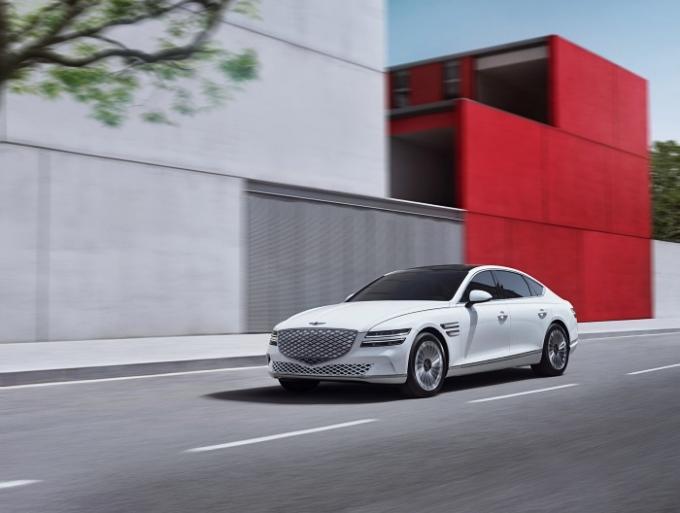 제네시스 브랜드가 7일 첫번째 전기차 'G80 전동화 모델'을 출시했다. 이 차는 제네시스의 첫번째 고급 대형 전동화 세단이다. /사진제공=제네시스