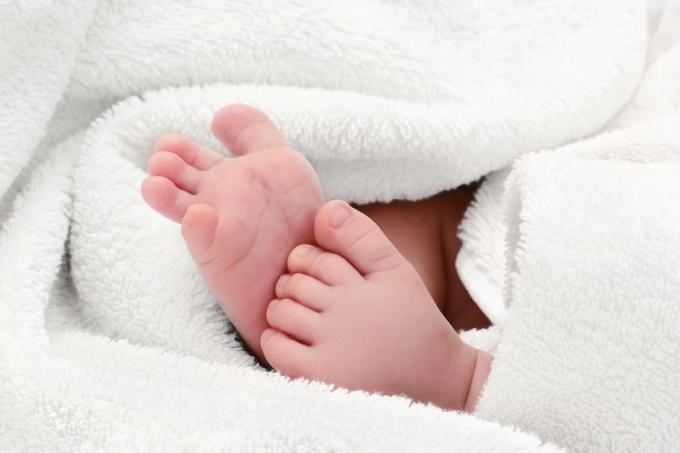 생후 18일 된 아기의 다리를 잡고 흔드는 등 학대를 저지른 한 산후도우미가 재판에 넘겨졌다. /사진=이미지투데이