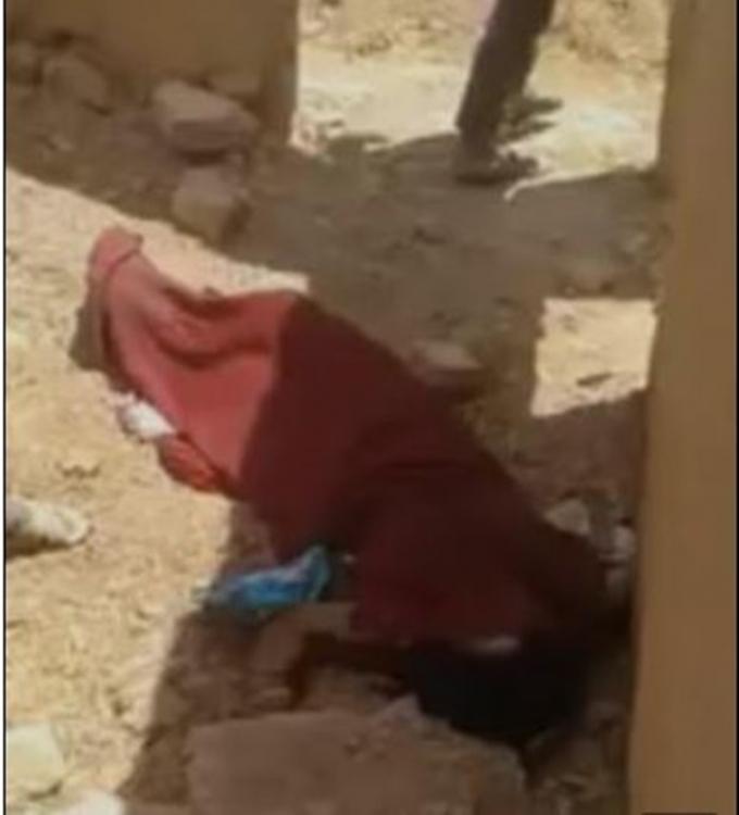 지난 6일(현지시각) 영국 데일리메일은 시리아에서 10대 소녀 에이다 알 하무디 사에도가 가족들에게 살해당한 사연을 전했다. 사진은 에이다가 살해된 후 방치된 모습. /사진= 데일리메일