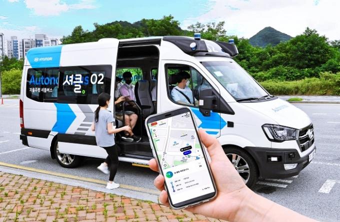 현대자동차가 인공지능과 자율주행 기술을 접목한 수요응답형 다인승 로보셔틀 시범 서비스를 시작한다. /사진제공=현대자동차