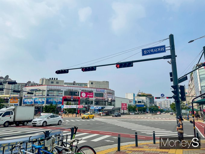 경기 김포시는 전체 시민 48만3642명(행정안전부 6월 주민등록인구 현황) 가운데 6만명이 서울로 출·퇴근하는 것으로 추산된다. 사진은 7월12일 오후 장기역 인근 김포한강신도시. /사진=강수지 기자