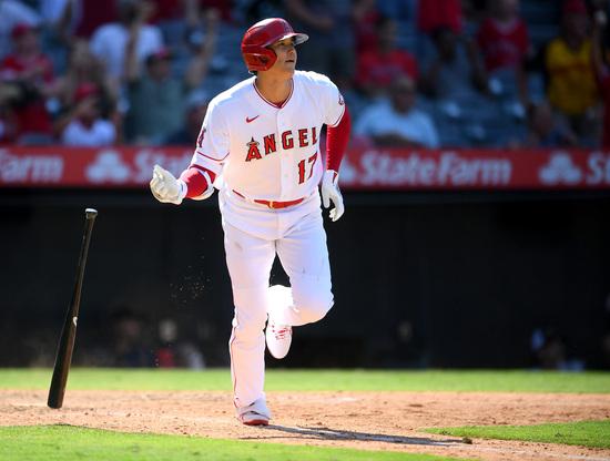 오타니 쇼헤이(LA에인절스)가 19일(한국시각) 미국 캘리포니아주 애너하임 에인절스타디움에서 열린 미국 메이저리그 시애틀 매리너스와의 홈경기에 2번 지명타자로 출전해 시즌 34호 홈런을 기록했다. /사진=로이터