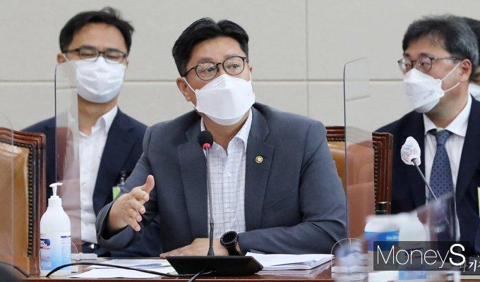 [머니S포토] 인앱 결제 법률안 의견 전하는 김재신 공정위 부위원장