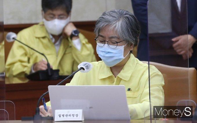 [머니S포토] 김부겸 총리 발언 경청하는 정은경 질병관리청장