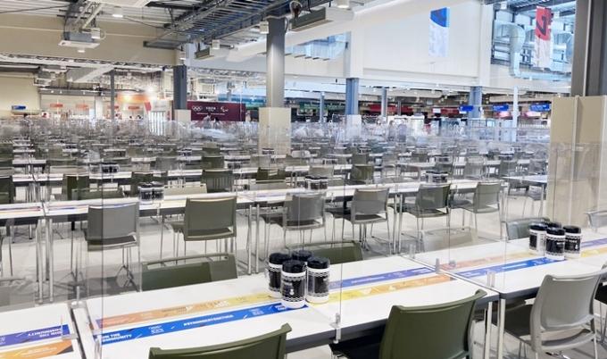 미국 USA투데이는 21일 미국올림픽위원회가 미국 도쿄올림픽 선수단에게 33톤에 달하는 음식을 공수하기로 결정했다고 전했다.  사진은 지난 14일 도쿄올림픽 선수촌 내 식당의 모습. /사진=뉴스1(대한체육회 제공)