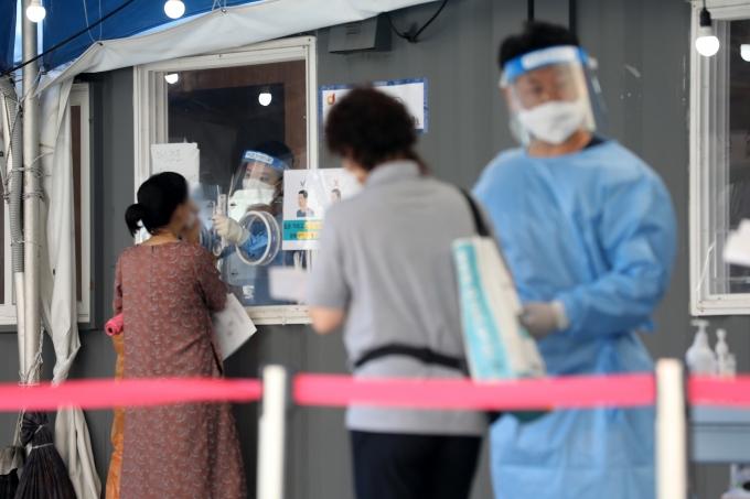 보험사들이 신종 코로나바이러스 유병력자들에 대한 가입 기준을 높였다./사진=뉴스1