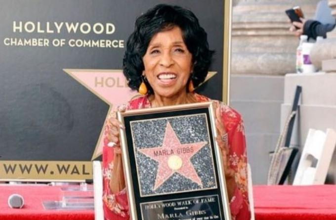 90대 미국 여배우 말라 기브스가 할리우드 명예의 거리 헌액 행사에서 실신하는 사고가 발생했다. /사진=말라 기브스 인스타그램