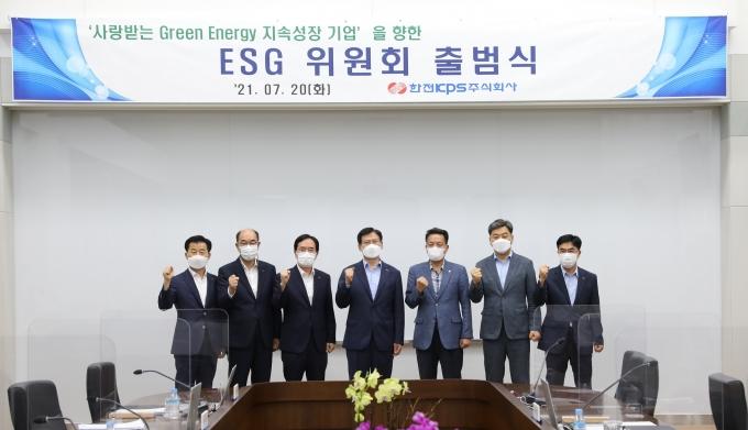 발·송전설비 정비 전문회사인 한전KPS(사장 김홍연)가 최근 2021년도 8차 이사회를 개최해 이사회 내에 ESG위원회를 신설하는 안건을 심의·의결했다./한전KPS