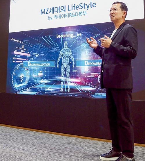 지난 16일 임영진 신한카드 사장이 온라인으로 진행한 2021년 하반기 사업전략회의에 참석했다./사진=신한카드