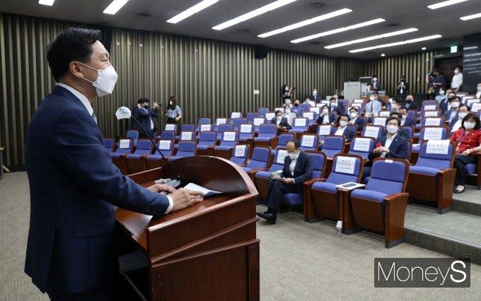 [머니S포토] 국민의힘 의원총회, 발언하는 김기현 원내대표