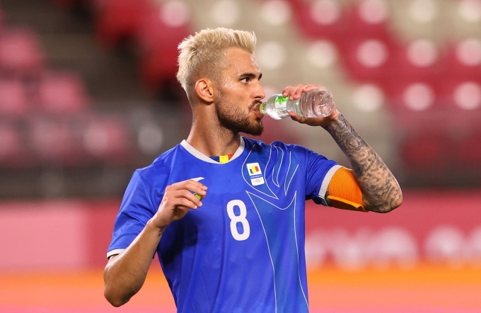 지난 23일 루마니아와 온두라스의 경기에서 루마니아 주장 라즈반 마린이 경기 중 물을 마시고 있다. /사진=로이터