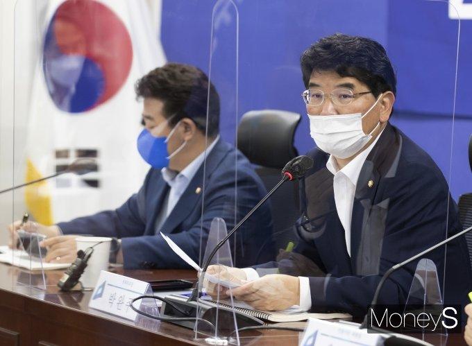[머니S포토] 2022년 예산안 관련 발언하는 박완주 정책위의장