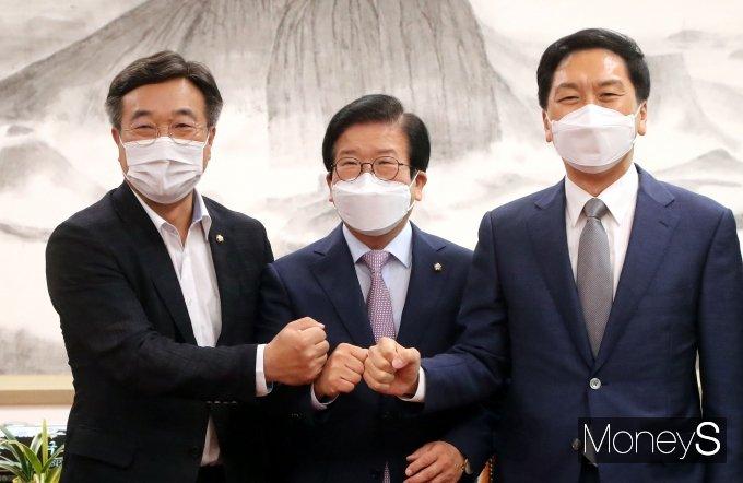 [머니S포토] 국회의장과 여야 원내대표 회동