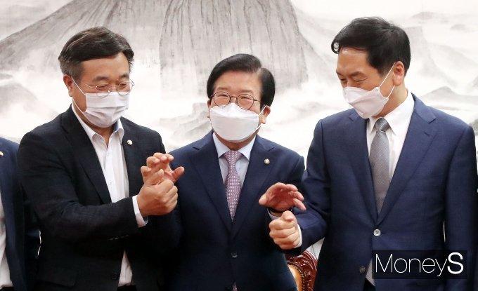 [머니S포토] 다시 모인 박병석 의장과 여야 원내대표
