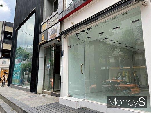 올 3월 31일 기준 서울 강남구 신사동 가로수길 상권 1층 임대료는 3.3㎡당 18만3061원으로 전년 동기(17만703원) 대비 비싸졌다. 상권 매출은 줄어도 임대료 부담은 가중되고 있는 것이다. /사진=강수지 기자