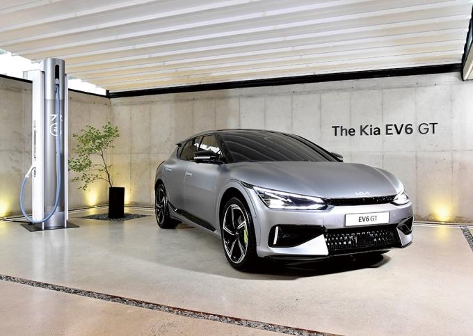 올 연말이면 전 세계 자동차 마니아의 시선을 사로잡을 강력한 신차들이 본격 경쟁을 벌인다. 사진은 기아 EV6 GT /사진제공=기아