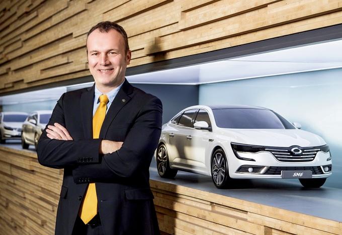 [CEO포커스] XM3 수출이 살길… 도미닉 시뇨라 르노삼성자동차 사장