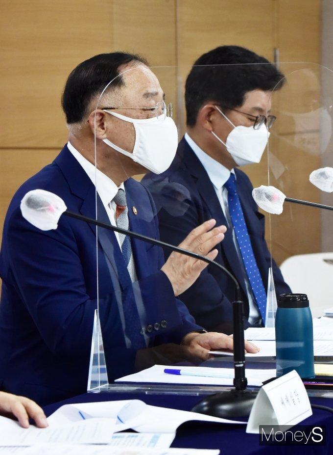 """[머니S포토] 홍남기 부총리 """"벤처 ·스타트업 우수인재 유치 등 적극 지원할 것"""""""