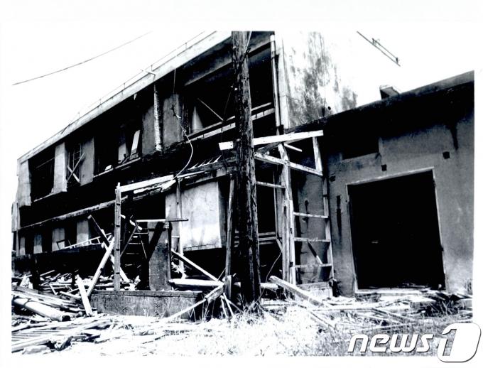 사진은 일본 미쓰비시 해저 탄광이 있던 군함도에 조선인 400명이 수용되었던 시설 모습이다. (국가기록원 제공)뉴스1