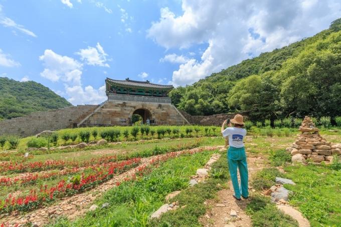 덕주산성은 푸른 자연에 둘러싸여 있다© 뉴스1