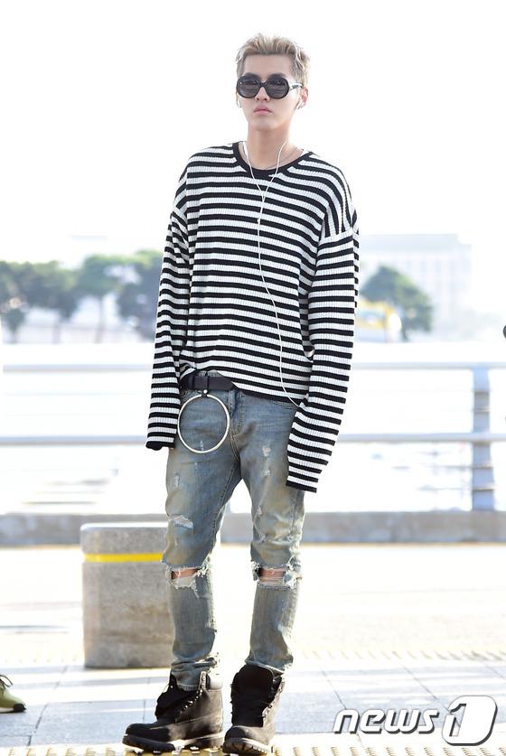 엑소 전 멤버 크리스가 도쿄 영화제 참석차 오후 인천국제공항을 통해 일본으로 출국하고 있다. © News1 권현진 기자