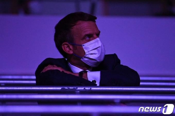 23일 도쿄올림픽 개회식에 참석한 에마뉘엘 마크롱 프랑스 대통령. © AFP=뉴스1