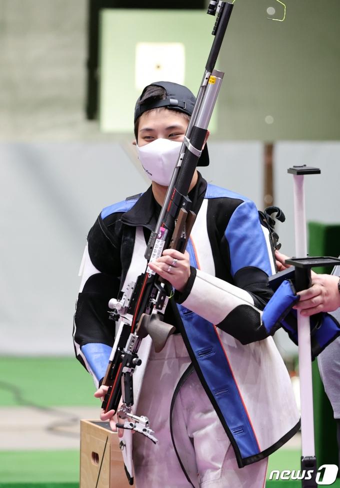 [사진] 경기장 나서는 박희문