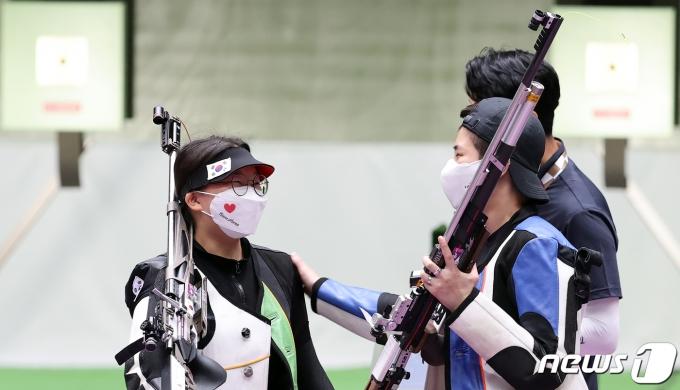 [사진] 권은지·박희문 '토닥토닥'