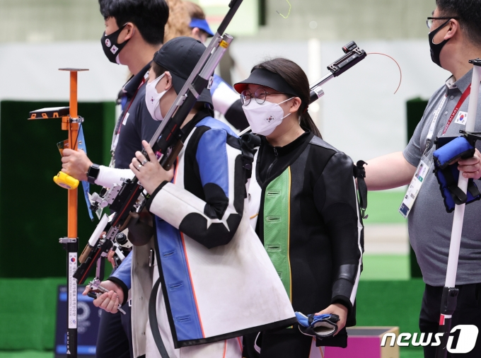 [사진] 경기장 나서는 권은지·박희문