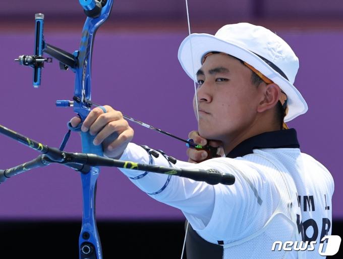 [사진] 양궁 막내 김제덕 '최선을 다해'