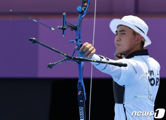 [사진] 양궁 김제덕 '10점을 향해'