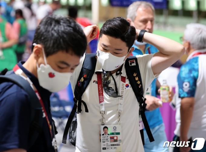 [사진] 10m 공기권총 본선 경기 마친 진종오
