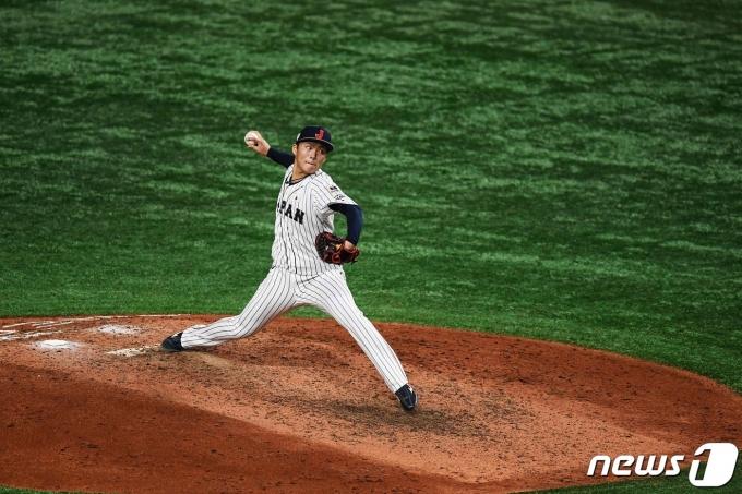 야마모토 요시노부가 2020 도쿄 올림픽 야구 개막전에 선발 등판한다. © AFP=뉴스1
